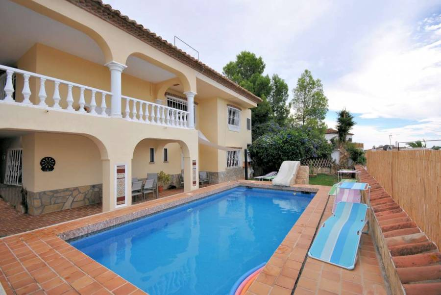 casa de la nuria villa with pool